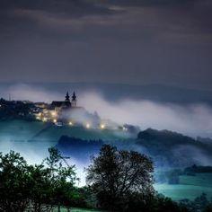 Pixdaus | Basilica Pilgrimage Photo by Funky Eye  By: Assen