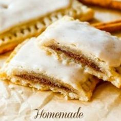 Homemade frosted brown sugar cinnamon Pop-Tarts from Sally's Baking Addiction by Sally McKenney Cinnamon Pop Tart, Brown Sugar Cinnamon Poptarts, Cinnamon Recipe, Cinnamon Drink, Cinnamon Bread, Baking Recipes, Dessert Recipes, Delicious Desserts, Yummy Food