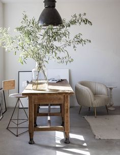 〚 Stone wall in the kitchen and other Mediterranean touches: beautiful renovation of small California home 〛 ◾ Фото ◾Идеи◾ Дизайн Rustic Interiors, Office Interiors, Ford Interior, Turbulence Deco, White Interior Design, Interior Colors, My New Room, Modern Decor, Modern Rustic Office