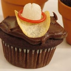 Western birthday party Cowboy choco cupcakes with chips