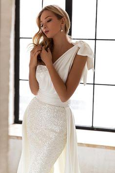 Formal Dresses For Weddings, Bridal Dresses, Princess Bridal, Gorgeous Wedding Dress, Classic Wedding Gowns, Elegant Wedding, Perfect Wedding, Bridal Suite, Bride Look