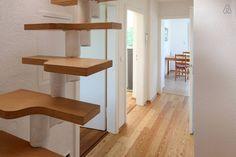 Flur mit Treppe zum oberen Geschoß - corridor with stairs to upper floor