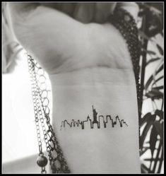 New York skyline tattoo temporary tattoos fake tattoos New York city silhouette tattoos Tatouages temporaires tatouage skyline de New par SharonHArtDesigns New York Tattoo, Nyc Tattoo, City Tattoo, Get A Tattoo, Nyc Skyline Tattoo, Wrist Tattoo, Tattoo Girls, Girl Tattoos, Tattoos For Women