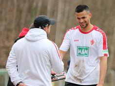 #Dominique #Jourdan freut sich mit Cheftrainer #Steffen #Baumgart.