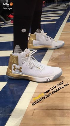 Stephen wearing his new Curry 3 Zeros against the Knicks🔥😏 Curry Basketball Shoes, Basketball Sneakers, Under Armour Shoes, Armor Shoes, Stephen Curry Shoes, Well Dressed Men, Dream Shoes, Formal Shoes, Sport Wear