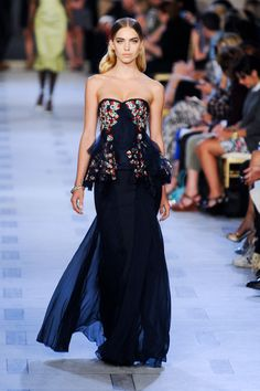 Navy, sheer, floral, and peplums!!! What more can a girl ask for? Stunning.  http://www1.pictures.stylebistro.com/it/Zac+Posen+Spring+2013+9yTFpX-QfPGl.jpg