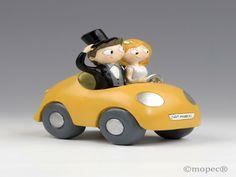 Figura novios Pop & Fun en coche 17cm - http://regalosoutletonline.com/regalos-originales/bodas/figura-novios-pop-fun-en-coche-17cm