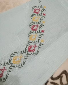 Easter 2020, Prayer Rug, Floral Tie, Baby Knitting Patterns, Bargello, Diy And Crafts, Prayers, Cross Stitch, Embroidery