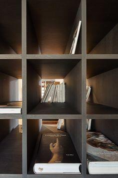 Vila, ktorá prešla premenou a stala sa tak oázou pre moderného človeka Bookshelves, Bookcase, Layout, Beef, Architects, The Originals, Stylish, Prague Czech, Czech Republic