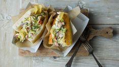 Lobster roll Retro Recipes, Ethnic Recipes, Hummer, Cheesesteak, Sandwiches, Tacos, Brunch, Rolls, Food And Drink