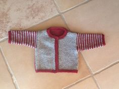 Free pattern in Danish Knitting For Kids, Baby Knitting, Crochet Baby, Knit Crochet, Chrochet, Baby Barn, Knit Cardigan, Little Ones, Free Pattern