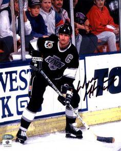 Wayne Gretzky Signed 8x10 Photo #SportsMemorabilia #LosAngelesKings Hockey Goalie, Hockey Teams, Ice Hockey, Ducks Hockey, Hockey Boards, Hockey Rules, Hockey World, King Photo