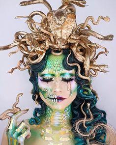 Medusa 🐍☠️ One of the most misunderstood characters of Greek Mythology. Medusa wasn't always a monster she was quite the opposite. Medusa Halloween Costume, Cool Halloween Makeup, Halloween Kostüm, Halloween Inspo, Halloween Parties, Medusa Makeup, Face Makeup, Medusa Costume Makeup, Zombie Makeup