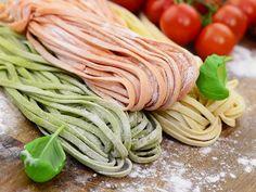 Pasta guide for homemade pasta - Colorful homemade noodles - Seafood Pizza, Pasta Casera, Cajun Cooking, Tomato Cream Sauces, Spaghetti Squash Recipes, One Pot Pasta, Homemade Pasta, Pizza Recipes, Risotto