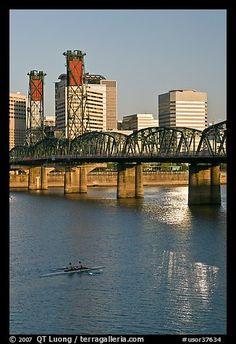 Double-oar rowboat and  Hawthorne Bridge. Portland, Oregon, USA