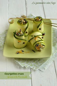 roulés courgettes crues farcies 2tofusoyeu ail et fines herbes,tomate sèchée,olive,jus de citron, Healthy Sugar, Healthy Recipes, Raw Food Recipes, Zucchini Rolls, Potato Rice, Healthy Grains, Nut Butter, Dried Tomatoes, Tofu