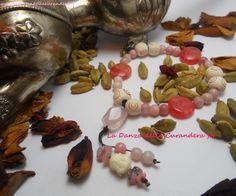JapaMala  Preziosa Mālā da polso composta da grani in Opale rosa (6 mm), Rodocrosite  tonda piatta (15 mm) e perle in legno.. La pietra del Guru è una perla di Quarzo rosa sfaccettato (15x10 mm).. Il Loto viene rappresentato da due pendenti con perle e chips di Opale rosa e piccola testa di Buddha..  http://www.ladanzadellacurandera.it/japamala/japamala-27-grani/