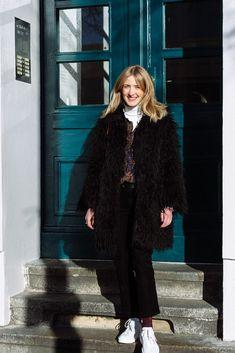 a4d82dd6bc1 Team Journelles wears  2 – Marlene Office Outfit Look im Winter. schwarzer  Mantel aus