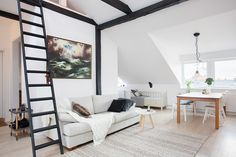 White walls and black beams - via Coco Lapine Design Angled Ceilings, Wood Ceilings, Home Living Room, Living Area, Living Spaces, Interior Architecture, Interior Design, Amazing Spaces, Love Home