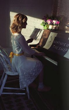 Like to have pianolessons. Dream of playing the piano fairly well. I practiced piano about 35 years ago.
