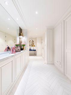 Click to discover Hausmann's interiors. #hausmann #luxuryinteriors #classicdesign #modern #elegant #interiordesign #interiordesigner #homedesign #homeinspo #luxurydesign Maple Floors, Flooring, Interior, House, Home Decor, Decoration Home, Home, Room Decor, Design Interiors