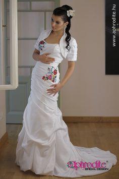 Different style, same motif (Kalocsai) Source: www.aphrodite.hu