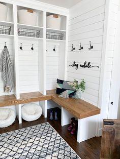 Mudroom Laundry Room, Small Laundry Rooms, Laundry Room Design, Bench Mudroom, Mud Room Lockers, Small Mudroom Ideas, Mudroom Storage Ideas, Entry Organization, Entryway Ideas