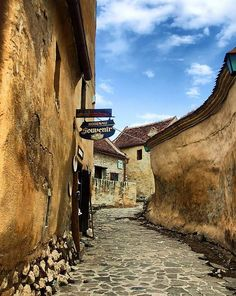 Rasnov Fortress - Brasov County - Romania  Photo: Norbi - la Romania - Carpathian Garden.  #cetatearasnov