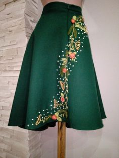 Very beautiful set of skirt and purse. Hand embroidered during many hours of work, this asymmetrical skirt is wonderful for the cold season due to the fabric we used wool). Waist: 78 cm Length in cm Length at the back: 63 cm. Embroidery On Clothes, Embroidered Clothes, Embroidery Fashion, Skirt Embroidery, Fall Dresses, Elegant Dresses, Classy Outfits, Fall Outfits, Diy Maxi Skirt