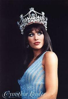 Cynthia Lander in Miss Universo 2002