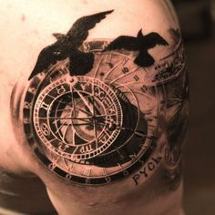 15 Beautiful & Timeless Compass Tattoos