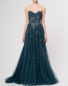 Reem Acra. An absolutely beautiful floor-length lace dress in a teal blue emerald color. Just beautiful.