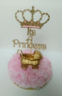 (Si necesita ayuda con un pedido, por favor Mándame un mensaje y con gusto le ayudo)  Looking for decorations for a ROYAL CELEBRATION for your little Princess? Look no further! :)  These royal centerpieces are absolutely adorable and one of a kind!  These delightful centerpieces are approximately 9 inches high (with sign placed on top) and approximately 6 inches long/wide  This listing is for 2 Royal Centerpieces with the words Its A Princess Each one includes a flower base, a pair of golden…
