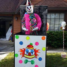 Bookmark this for creepy clown Halloween yard decoration ideas.