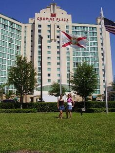 Crowne Plaza Orlando Universal: outside the front of hotel
