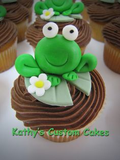 6 Secrets Of How To Bake The Perfect Cupcake - Novelty Birthday Cakes Frog Cupcakes, Animal Cupcakes, Cute Cupcakes, Baking Cupcakes, Cupcake Cookies, Cupcake Recipes, Cupcake Queen, Cupcake Pictures, Fondant Animals
