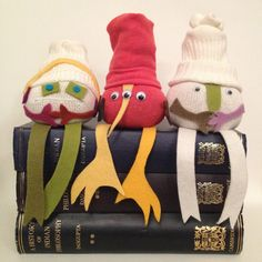 Want to make some sweet little no sew sock dolls with just one sock that you don't have to sew or cut? Well then, say hello to the Odd Bods. Kids Book Club, Sock Crafts, Easy Crafts, Sewing Projects For Kids, Sewing Ideas, Diy Projects, Marionette, Sock Dolls, Crafts For Teens To Make