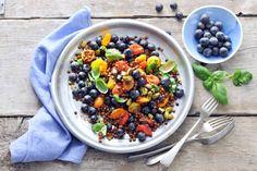 Ga voor kleur! Bijvoorbeeld met deze linzensalade met 3 kleuren tomaten. Je roostert ze in de oven.- Recept - Allerhnde