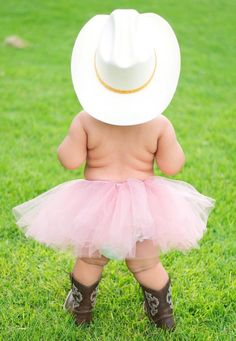 How adorable is a tutu and cowgirl boots? This cute-Jewel 40 Beautiful Examples of New Born Photography Cute Kids, Cute Babies, Baby Kids, Chubby Babies, Cute Photos, Cute Pictures, Foto Baby, Country Girls, Country Babies