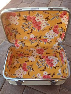 Vintage Train Case - Flea Market Fancy by Michelle @ i like orange., via Flickr