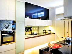 Bright Kitchen with Hidden Lights   -  http://www.ideaonline.co.id/layout/set/print/iDEA2013/Interior/Dapur/Dapur-Terang-dengan-Lampu-Tersembunyi