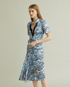 Floral V-neck short-sleeved midi dress with diagonal seam detailing. Short Sleeves, Short Sleeve Dresses, Floral Midi Dress, Cool Suits, Hemline, Floral Prints, V Neck, Apothecary