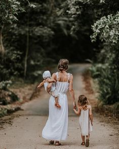 Mama and babes nature photo! Love this for family photos Family Goals, Family Life, Baby Family, Children Photography, Family Photography, Photography Ideas, Photography Business, Family Portraits, Family Photos