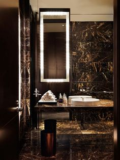 Modern bathroom inspiration with marble, round mirrors and black and white – Ch… – Marble Bathroom Dreams Modern Luxury Bathroom, Bathroom Design Luxury, Beautiful Bathrooms, Bathroom Interior, Industrial Bathroom, Minimalist Interior, Minimalist Decor, Minimalist Kitchen, Minimalist Living