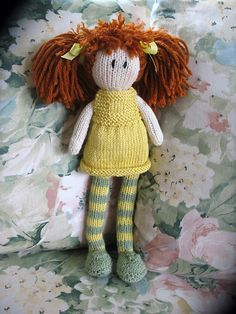 free debbie bliss pattern from ravelry - this is the cutest once made! And also her outfit comes off so you can make her different outfits! In ravelry library Knitting Dolls Free Patterns, Knitted Dolls Free, Crochet Dolls, Free Knitting, Baby Knitting, Crochet Patterns, Knitting Toys, Ravelry, Do It Yourself Baby