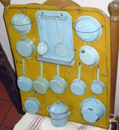 toy set of enamelware