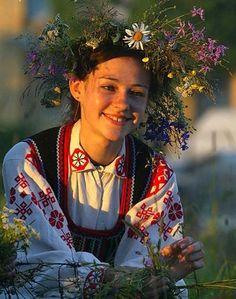 Una ragazza bielorussa nel costume tradizionale
