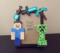 Ideas para una fiesta de Minecraft - Todo Bonito Minecraft Gifts, Minecraft Beads, Minecraft Perler, Minecraft Room, Minecraft Skins, Minecraft Buildings, Minecraft Decoration, Minecraft Bedroom Decor, Lego Bedroom
