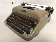 Schreibmaschine Triumph Durabel 1957 mechanical portable typewriter cappuccino