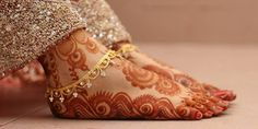 Modern Mehandi Designs For Girls Bridal Henna Designs, Mehandi Designs, Heena Design, Gold Anklet, Silver Anklets, Silver Payal, Foot Jewelry Wedding, Bridal Jewelry, Legs Mehndi Design